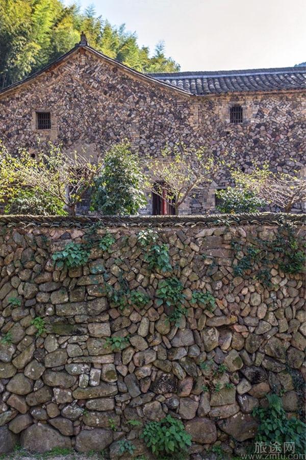 岩下石头村